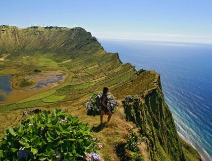 Aussicht am Lago do Caldeirão auf Corvo auf den Azoren