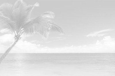 Strandurlaub, Spaß, Glas Rotwein ... einfach ausspannen und genießen